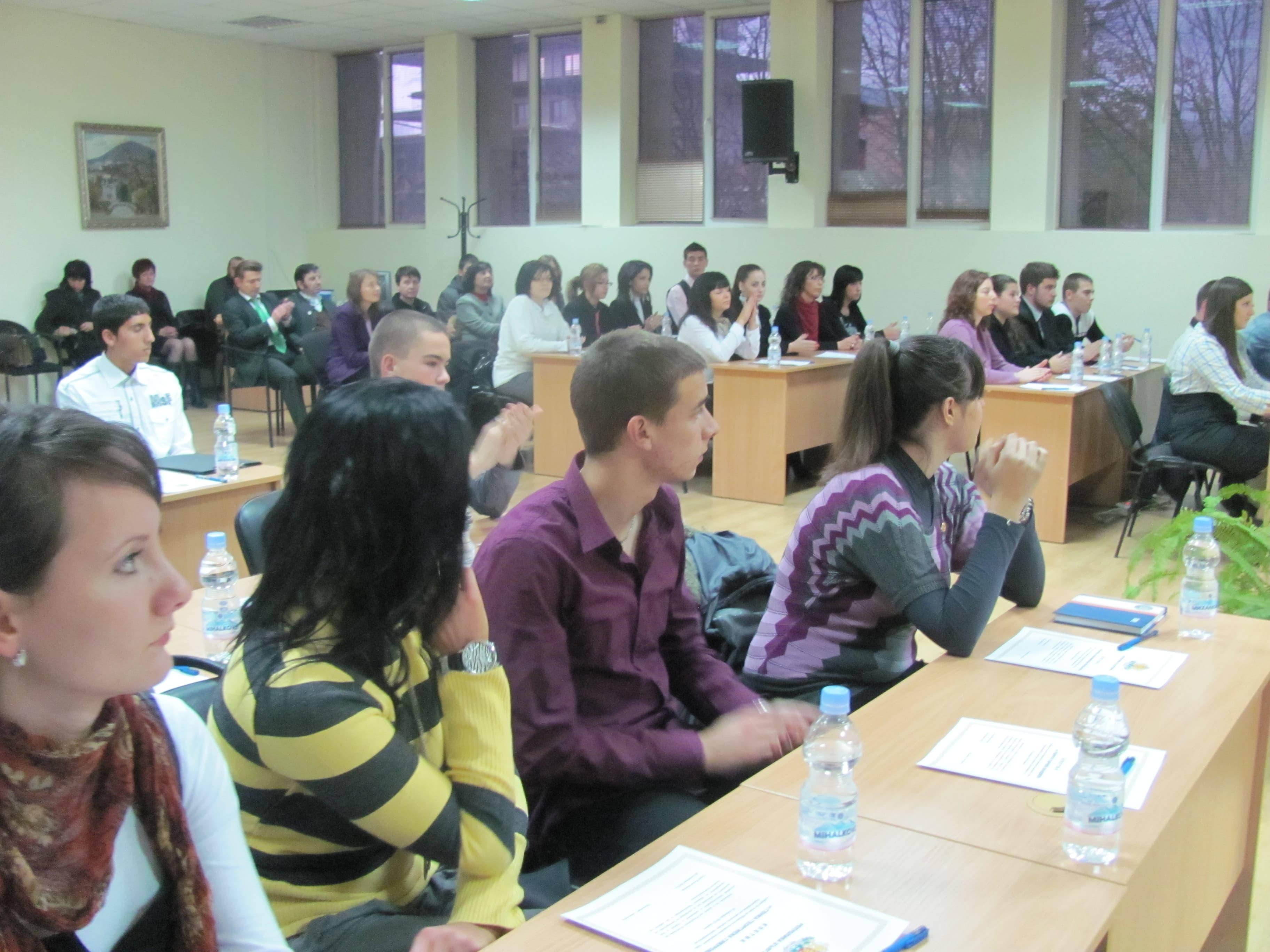 mladejki-parlament2