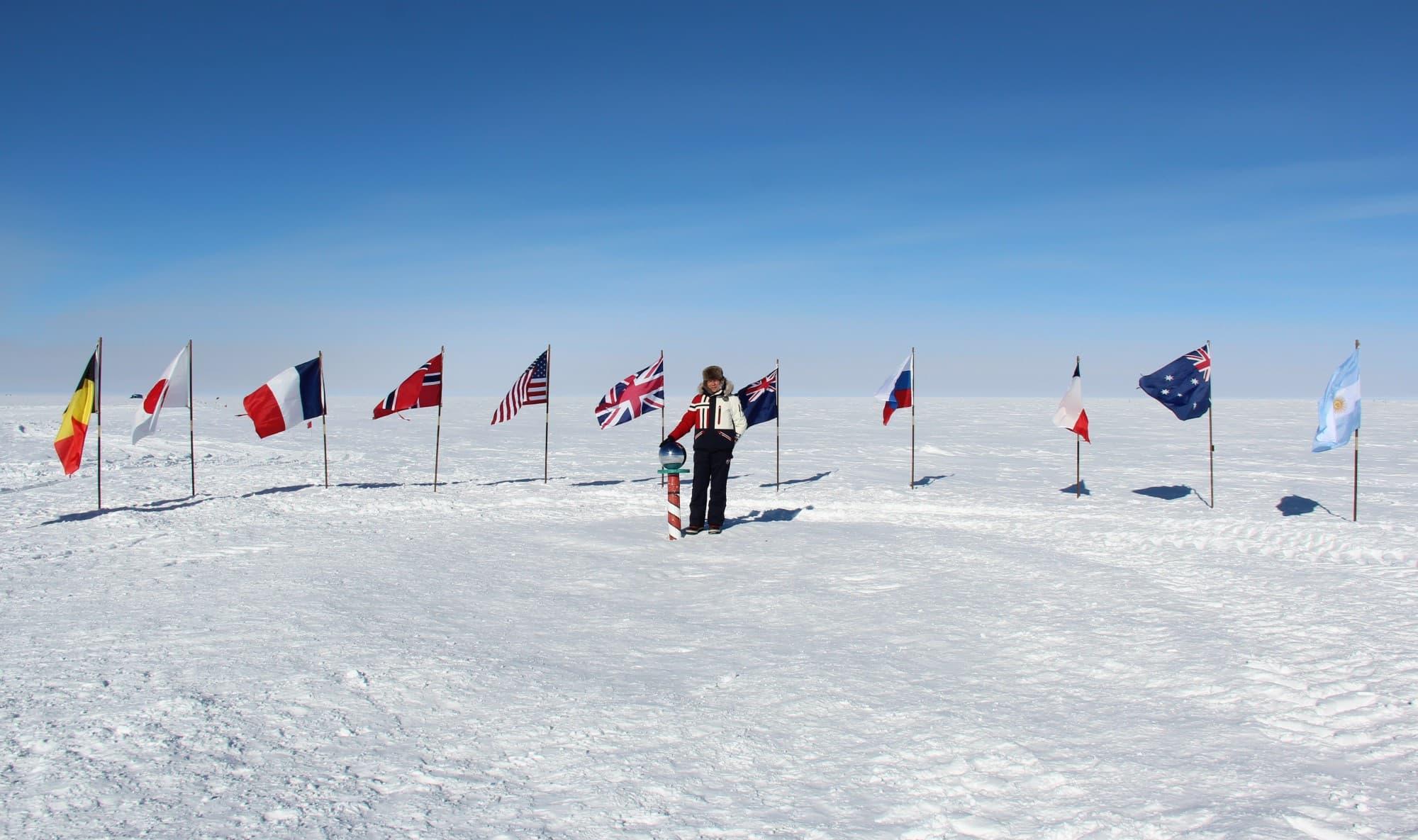 IMG_1026 - Пред знамената на 11-те страни, първи подписали Антарктическия договор.